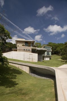 If It's Hip, It's Here: Modern Home In The Texas Hills With Spillover Pool By Cottam Hargrave.