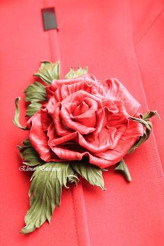 """Брошь из кожи """"Рассвет"""" - ярко-красный,роза,роза из кожи,брошь-цветок"""