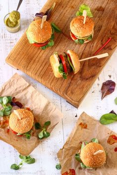 50 Trendy Appetizers For Party Sliders Mini Burgers Slider Recipes, Sandwich Recipes, Food Trucks, Mini Burger Buns, Mini Hamburger, Hamburger Recipes, Chicken Recipes, Ideas Sándwich, Bar Ideas