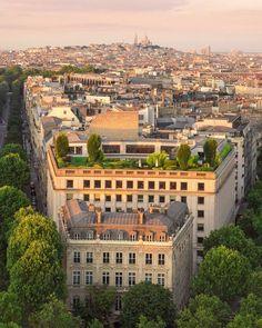 Paris by Saúl Aguilar.