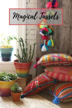 The bohemian look throws all the interior decorating rules out the window. When you embrace boho home decor, you get to decorate however you want. This style is relaxed and unique, and relies heavily on styles from different cultures. Bohemian House, Bohemian Living, Boho Home, Décor Boho, Bohemian Interior, Bohemian Decor, Boho Chic, Bohemian Style, Bohemian Porch