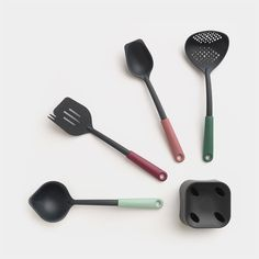 Deigned by Brabantia, this kitchen utensil set comes complete with a practical utensil holder for excellent space saving and for presenting your utensils in one. Kitchen Utensil Set, Kitchen Helper, Tasty Kitchen, Utensil Holder, Cooking Utensils, Kitchen Colors, Space Saving, Smart Set, Cleaning