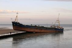 Mungo Cargo Ship runs aground in Littlehampton 17 August 2011.