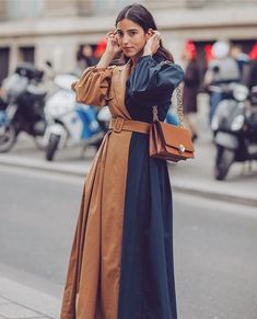 In LOVE with this contrast coat🖤 // Photo credi Modest Fashion, Fashion Dresses, Looks Style, Street Chic, Autumn Fashion, Paris Fashion, Ideias Fashion, Fashion Design, Fashion Trends