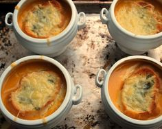 Fresh tomato soup with gruyere croutons