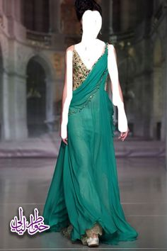 Roman dress - love the teal.  Interestingly, I painted a similar dress in an oil painting - it was green too!