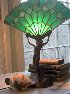 Fan Lady in Green Rotulação Vintage, Fan Lamp, Antique Lamps, Aesthetic Room Decor, Dream Rooms, Ideal Home, Room Inspiration, Decoration, Bedroom Decor