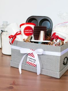8 Gourmet Holiday Gift Baskets for the Foodie in Your Life Cupcake Gift Baskets, Food Gift Baskets, Home Decor Baskets, Themed Gift Baskets, Christmas Gift Baskets, Raffle Baskets, Creative Gift Baskets, Homemade Gifts, Diy Gifts