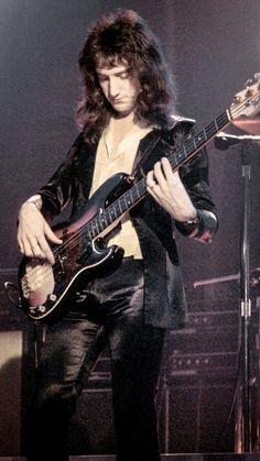 I'm sick and it suckssss lmao Discografia Queen, Queen Band, I Am A Queen, Save The Queen, Brian May, John Deacon, Roger Taylor, Queen Photos, Ben Hardy