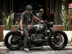 This unique cafe racer motorcycle is certainly an inspiring and marvelous idea Bmw Cafe Racer, Cafe Racer Build, Cafe Racer Motorcycle, Cafe Racers, Honda Cb400, Motos Honda, Unique Cafe, Have A Great Friday, Classic Car Insurance