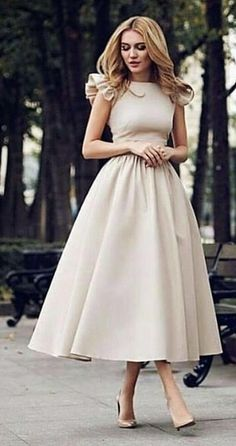 Magical Spring Outfits To Try Now - woman wears beige short-sleeved midi dress. Pic by Source by just_marvellous. Elegant Dresses, Pretty Dresses, Beautiful Dresses, Casual Dresses, Formal Dresses, Beige Dresses, Modest Outfits, Dress Outfits, Fashion Dresses