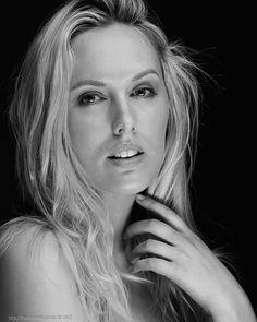 https://flic.kr/p/yKMCdC - Peter Coulson Workshop - Model: Jessica King - Photographer: Frank Martin  #Photo #Photography #Portrait #Studio #Softlight #Blond #Beauty #Hairstyle #Model #PeterCoulson #Workshop #Headshot #Fashion