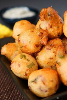 Punugulu is an easy tea time snack made with leftover idli batter.Seasonings are added to the idli batter and fried until nicely golden and crispy. Easy Indian Snacks, Indian Appetizers, Recipes Appetizers And Snacks, Easy Snacks, Indian Food Recipes, Snack Recipes, Cooking Recipes, Vegetarian Recipes, Tea Time Snacks