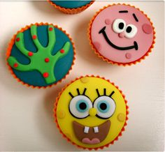 Spongebob Cupcakes - so sad, my son is growing up, no more hysterical laughter… Kid Cupcakes, Fondant Cupcakes, Cupcake Cookies, Fondant Toppers, Cupcake Toppers, Spongebob Face, Cupcake Mickey, Bob Sponge, Sponge Bob Cupcakes