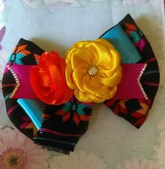 Diy Bow, Diy Ribbon, Gold Hair Accessories, Hair Bow Tutorial, Baby Hair Bows, Boutique Hair Bows, Bow Hair Clips, How To Make Bows, Felt Crafts