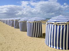 Strandtentjes in Cabourg / Beach tents at Cabourg. Fuji S200