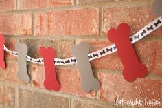 dog bone garland - What a great, easy DIY project for your dog or puppy themed classroom! You could even put letters on each bone to create words to label different areas of the classroom - Reading Corner, Math Center, etc. Dog Themed Parties, Puppy Birthday Parties, Puppy Party, Dog Birthday, Birthday Party Themes, Birthday Ideas, Animal Birthday, Animal Party, Cutest Puppy