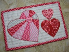 One of the fastest quilting projects there is must be the mug rugs! Find your quilted mug rugs patterns here. Mug Rug Patterns, Quilt Block Patterns, Pattern Blocks, Quilt Blocks, Diy Craft Projects, Kids Crafts, Sewing Projects, Small Quilts, Mini Quilts