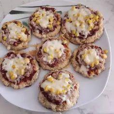 Zablisztes fitt túrós pizzakorongok | Teni receptje - Cookpad receptek Muffin, Breakfast, Food, Morning Coffee, Essen, Muffins, Meals, Cupcakes, Yemek