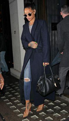 Fashion Trend: Die richtige Strategie | Harper's BAZAAR Rihanna Outfits, Celebrity Outfits, Celebrity Look, Rihanna Casual, Rihanna Mode, Estilo Rihanna, Rihanna Street Style, Look Fashion, Fashion Outfits