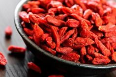 Goji berries have been used in traditional Chinese medicine for years. Goji berry benefits include fighting disease and improving digestion. Healthy Snacks, Healthy Eating, Healthy Recipes, Healthy Fats, Healthy Skin, Dried Goji Berries, Red Berries, Benefits Of Berries, Berry