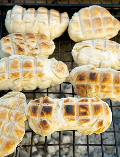 Braai Pie, Bubble Bread, Braai Recipes, South African Recipes, Our Daily Bread, Instant Yeast, Bread Rolls, Rolls Recipe, Caramelized Onions