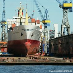 "@klausoppermann's photo: ""#shipyard #dockyard #yard #dock #ship #hamburg #germany #travel #transportation #harbor #port #big #pinstagram #instagram #seaport #hafen"""
