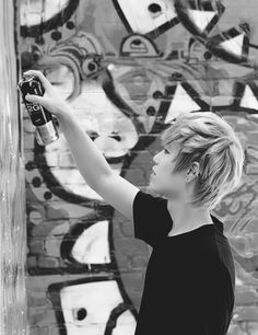 b.a.p Zelo in NYC With Graffiti Masters :D