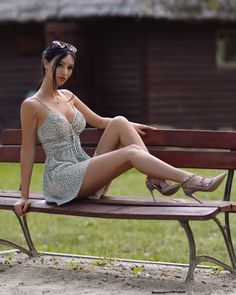 Tight Dresses, Sexy Dresses, Summer Dresses, Beautiful Legs, Gorgeous Women, Beautiful Models, Perfect Legs, Sexy Legs And Heels, Foto E Video