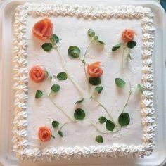 """""""Tekasin voileipäkakun #baking #homebaking #voileipäkakku #flowers #sandwichcake #cake"""""""