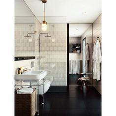 Banheiro Revestido de Azulejo Branco no Arkpad - Arkpad