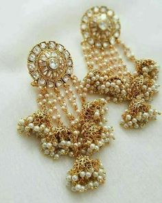 Pick beautiful and the latest range of Wedding Earring Online in India. Buy chandbali, jhumki, studs at best price range. Indian Jewelry Earrings, Fancy Jewellery, Jewelry Design Earrings, Indian Wedding Jewelry, Indian Jewellery Design, India Jewelry, Bridal Earrings, Bridal Jewelry, Jewelery