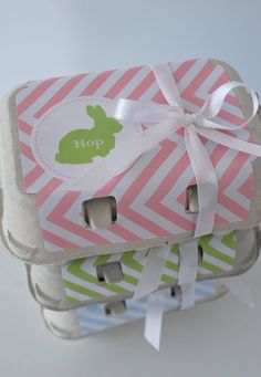 Egg carton bunny gift wrap. Created with the help of these free printables: http://catchmyparty.com/blog/free-easter-printables-from-wanessa-carolina-creations.  FÜr unsere eigenen Eier, als Mitbringlsel gut verziert