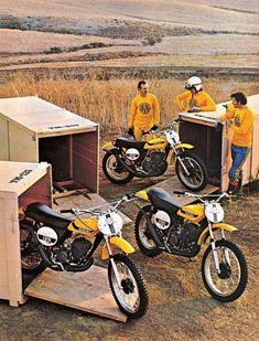 Suzuki Motocross, Suzuki Bikes, Motocross Bikes, Cool Motorcycles, Vintage Motorcycles, Motocross Racing, Enduro Vintage, Vintage Motocross, Vintage Bikes