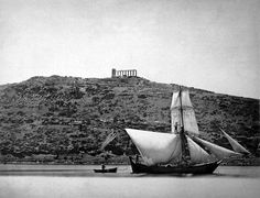 Sounio, sailing vessel , background the temple of Poseidon by Petrow Moraitis Poseidon Symbol, The Face, Good Old Times, History Of Photography, Parthenon, Great Photographers, Athens Greece, Hades, Manga