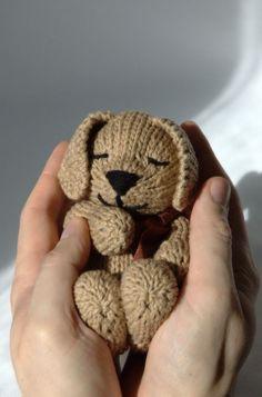 Sleepy puppy knitting pattern (variation on Pupster pattern) and more dog knitting patterns at http://intheloopknitting.com/dog-knitting-patterns/