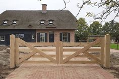 Building A Wooden Gate, Wooden Gates, Farm Gate, Farm Fence, Front Gates, Entrance Gates, Rustic Gallery Wall, Fence Gate Design, Making Barn Doors