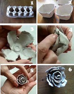 """Scheur eerst 2 gedeeltes van de eierdoos uit.(afb 2) Verdeel deze """"kuipjes"""" in vier gedeeltes. (afb 3) Zet deze 2 gedeeltes, met lijm in elkaar, zodat de zijkanten elkaar wel overlappen. (afb 4) Nu maak je het middelste gedeelte van de roos. Scheur een strook van je eierdoos af en maak hier een rolletje van. Laat deze een klein beetje op je hand uitrollen en dan heb je het volgende effect. (afb 5) Doe wat lijm aan de onderkant en plaat deze in het midden, nu is je roos af. (afb 6)"""