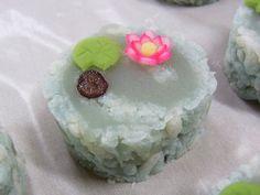 田町梅月スタッフブログ 今日のおやつはなんだろな。:睡蓮(村雨製) 夏の上生菓子 和菓子 茶菓子
