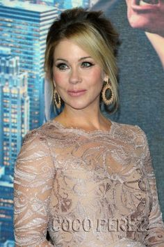 Christina Applegate is curvalicious at the Anchorman 2 premiere!
