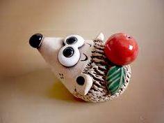 Hedgehog is made of ceramics But a good idea to make it a salty dough Cold Porcelain, Porcelain Ceramics, China Porcelain, Ceramic Art, Porcelain Tiles, Pottery Animals, Ceramic Animals, Clay Animals, Salt Dough Crafts