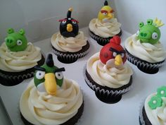 Angry birds cupcakes Angry Birds Cupcakes, Sweets, Desserts, Food, Sweet Pastries, Meal, Gummi Candy, Candy Notes, Deserts