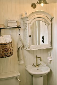 Charming cottage bathroom: beadboard, pedestal sink, tulip light fixture, arched shabby chic medicine cabinet, etc. Style Shabby Chic, Shabby Chic Kitchen, Shabby Chic Homes, Shabby Chic Decor, Vintage Bathrooms, Chic Bathrooms, Bathroom Ideas Vintage Shabby Chic, Antique Bathroom Decor, Wooden Bathroom