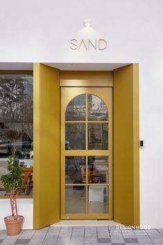"""""""샌드""""  카페인테리어/쇼룸인테리어/옷가게인테리어/드레스샵인테리어/편집샵인테리어/상업인테리어/모던인테리어/감성인테리어/디자인무드 Entrance Design, Facade Design, Door Design, Cafe Door, Retail Facade, Cafe Interior Design, Coffee Shop Design, Shop Front Design, Shop Interiors"""