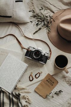 Brown Aesthetic, Aesthetic Vintage, Aesthetic Photo, Travel Aesthetic, Aesthetic Pictures, Nature Aesthetic, Aesthetic Pastel Wallpaper, Aesthetic Backgrounds, Flat Lay Photography