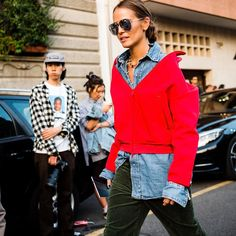 1,105 отметок «Нравится», 20 комментариев — Walking Canucks (@walkingcanucks) в Instagram: «Milan Fashion Week . New ways to wear a hoodie . 📷: @walkingcanucks  #milanfashionweek #fashionweek…»