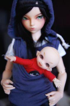 "Looks like she's ""baby wearing"".  #pukipuki #minifee #fairyland #bjd #babywearing"