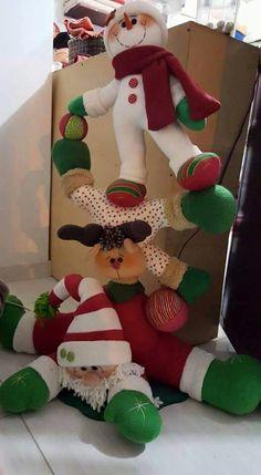 Torre navidad Christmas Sewing, Christmas Fabric, Felt Christmas, Christmas Snowman, Christmas Projects, Christmas Home, Christmas Ornaments, Christmas Makes, Felt Ornaments