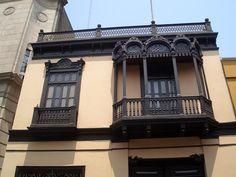 ventana y balcón de Lima.