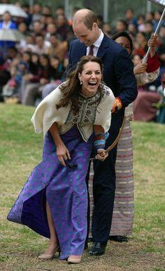 Le prince William et son épouse la duchesse de Cambridge, née Kate Middleton, sont arrivés au Bhoutan, où ils se sont essayés au tir à l'arc tradition...